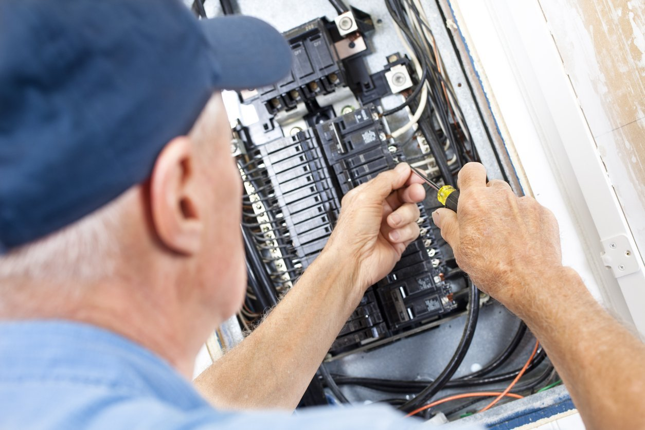 5 Tell-Tale Signs of Electrical Issues Every Fix and Flipper Needs to Know